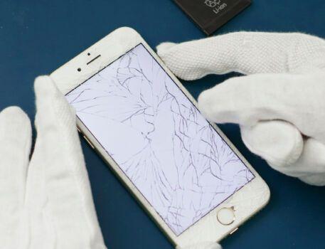 Cracked Screen Smartphone Replacing 20
