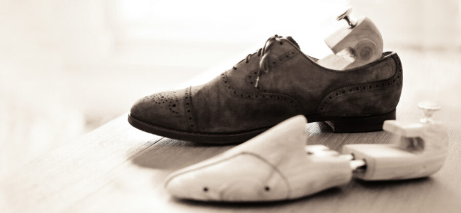 Saiba porque é importante colocar esticadores e formas no calçado