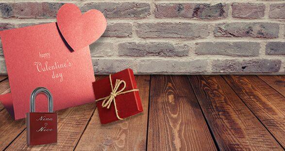 Symbolische Schlösser und Schlüssel zum Valentinstag