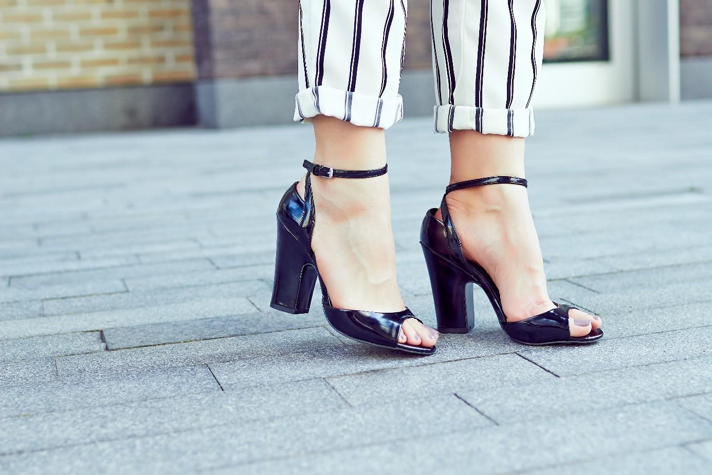 Brides de sandales noires