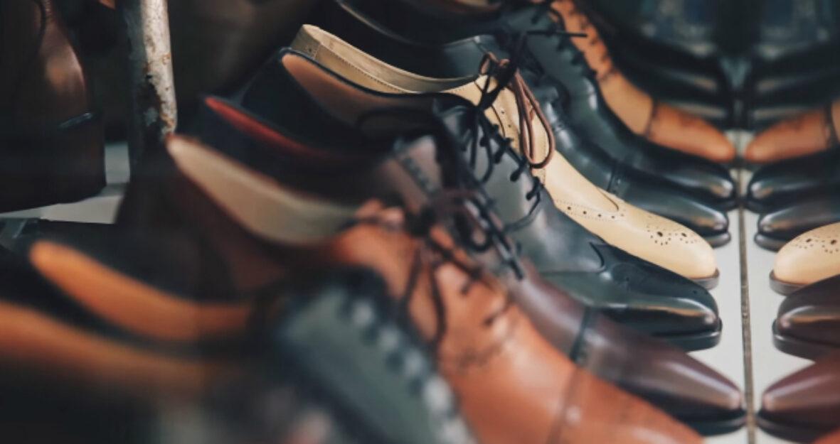 Wie Du die Farbe Deiner Schuhe wieder zum Leuchten bringst