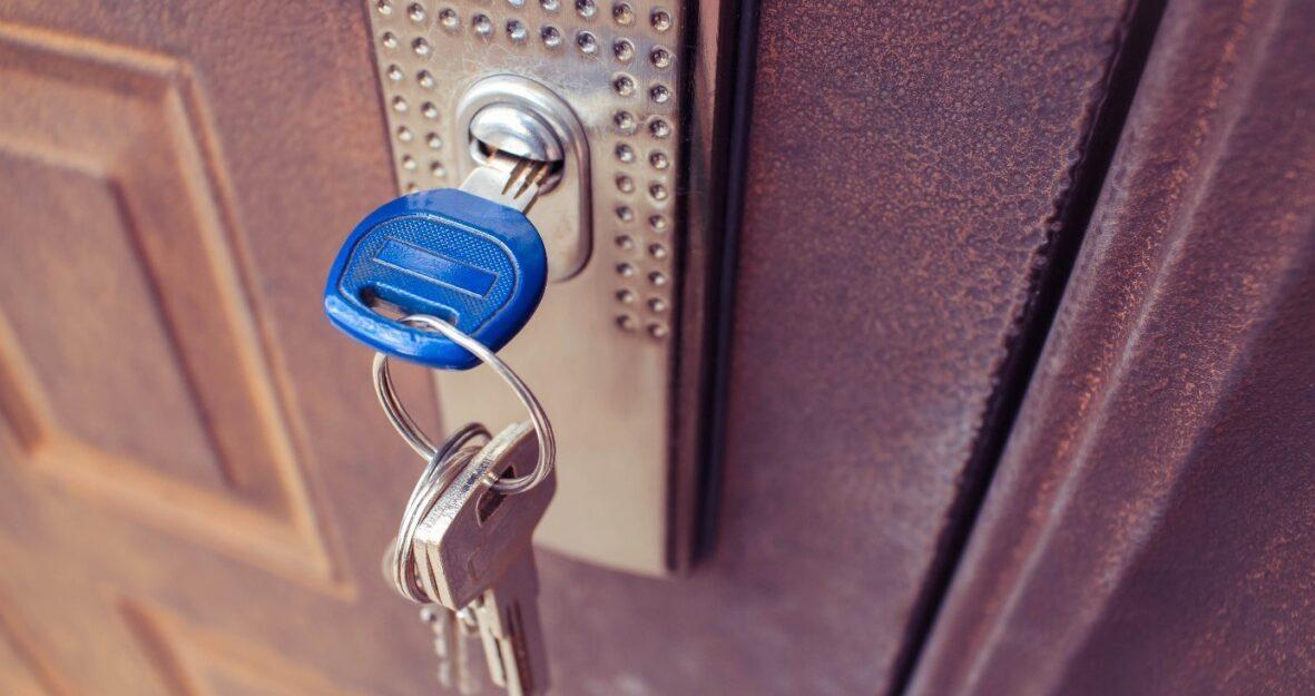 8 astuces pour protéger votre maison en votre absence