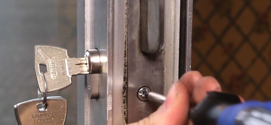 How to replace a cylinder lock yourself?